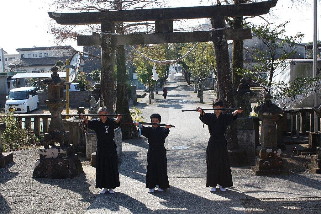 平成25年子供剣士居合道奉納_c0045448_2235624.jpg