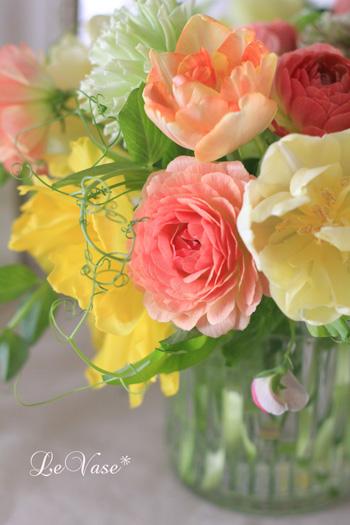春のお花をガラス花器にアレンジ_e0158653_15345790.jpg