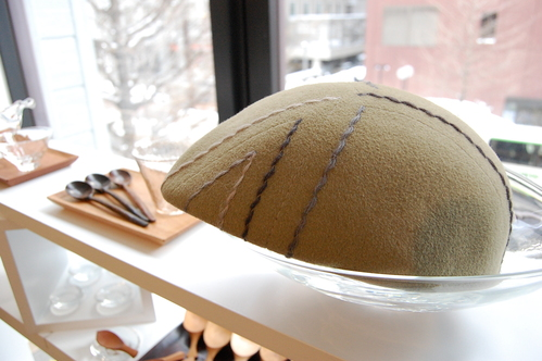 間宮和子さんから追加納品の帽子が届いています。_a0112812_21183151.jpg