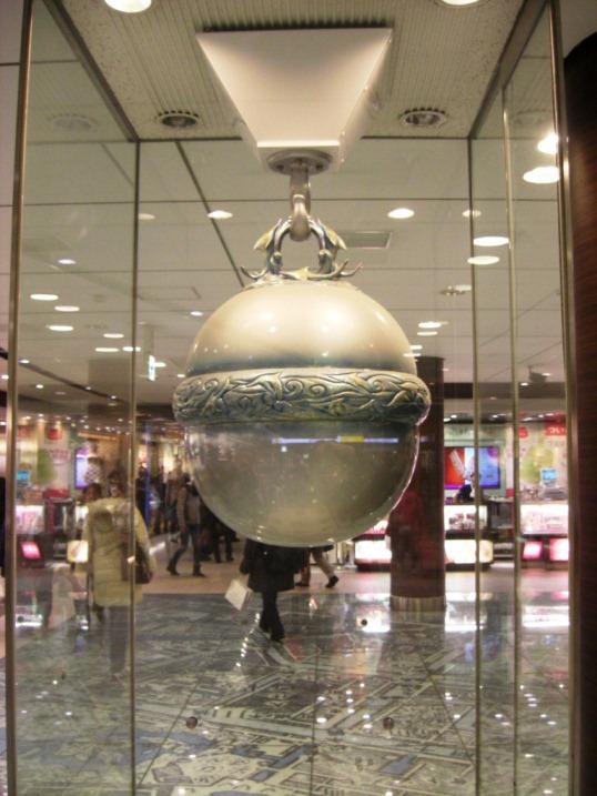 (その後の)銀の鈴とトリックアート広告(だった)~東京駅~_b0081121_6292290.jpg