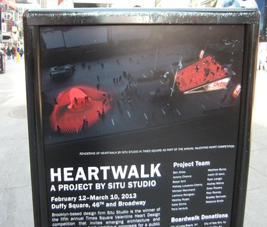 NYのタイムズスクエアに、歩いて楽しむ愛のアート、ハート・ウォーク(Heartwalk)登場中_b0007805_1302230.jpg