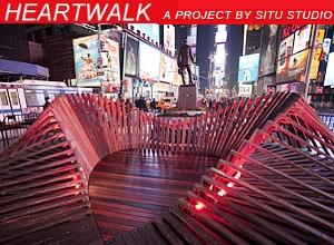 NYのタイムズスクエアに、歩いて楽しむ愛のアート、ハート・ウォーク(Heartwalk)登場中_b0007805_1353526.jpg