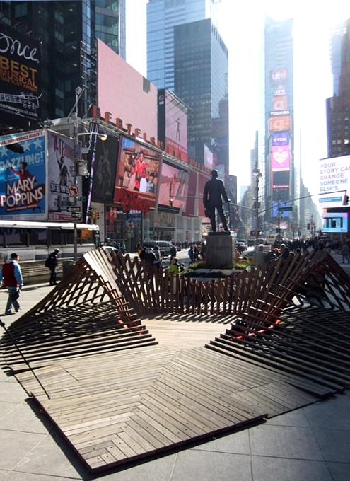 NYのタイムズ・スクエアの愛をテーマにしたアート作品まとめ_b0007805_136358.jpg