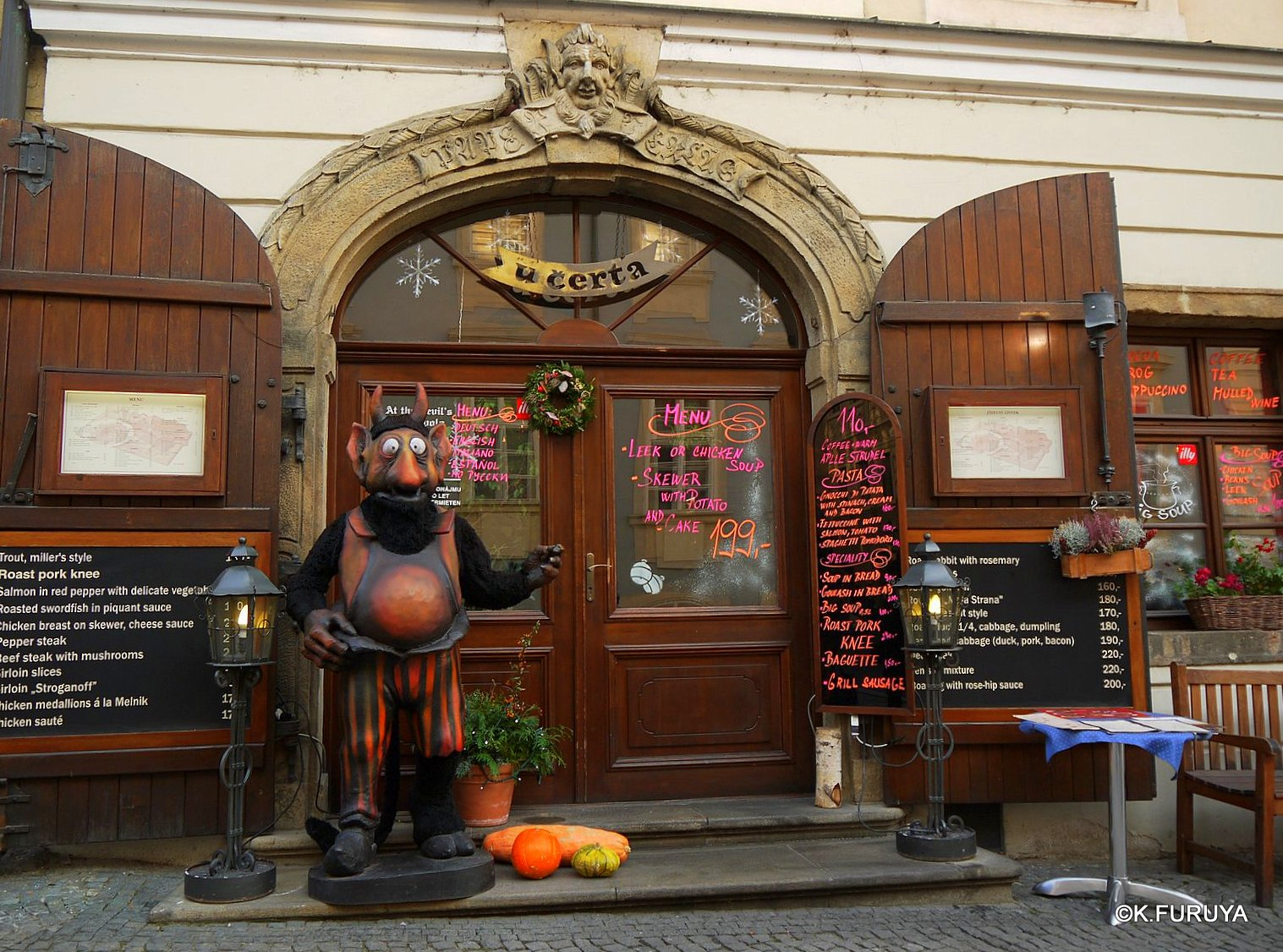 プラハ 11   ネルドヴァ通り _a0092659_1911192.jpg