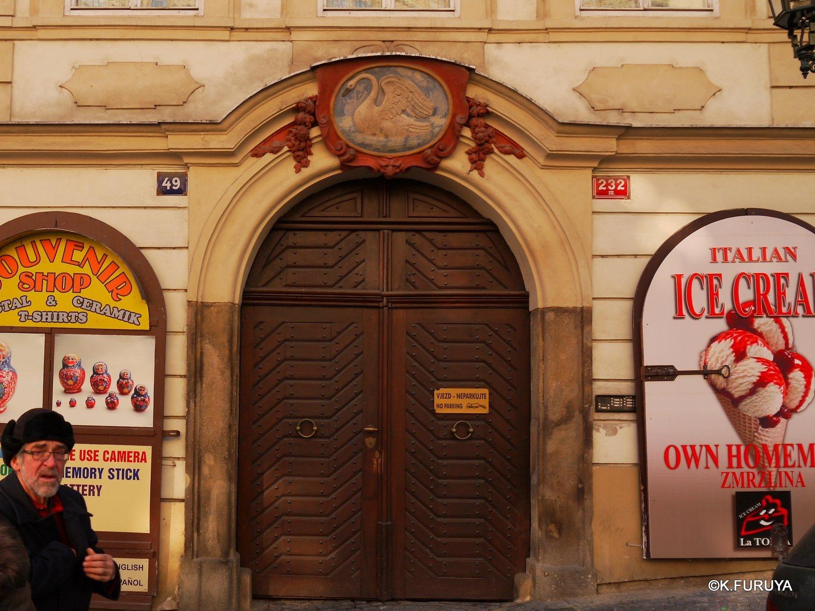 プラハ 11   ネルドヴァ通り _a0092659_1913426.jpg