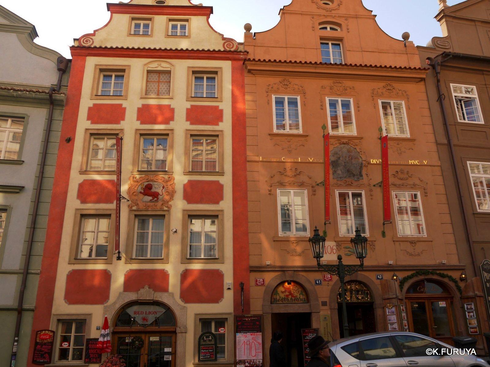 プラハ 11   ネルドヴァ通り _a0092659_1949406.jpg