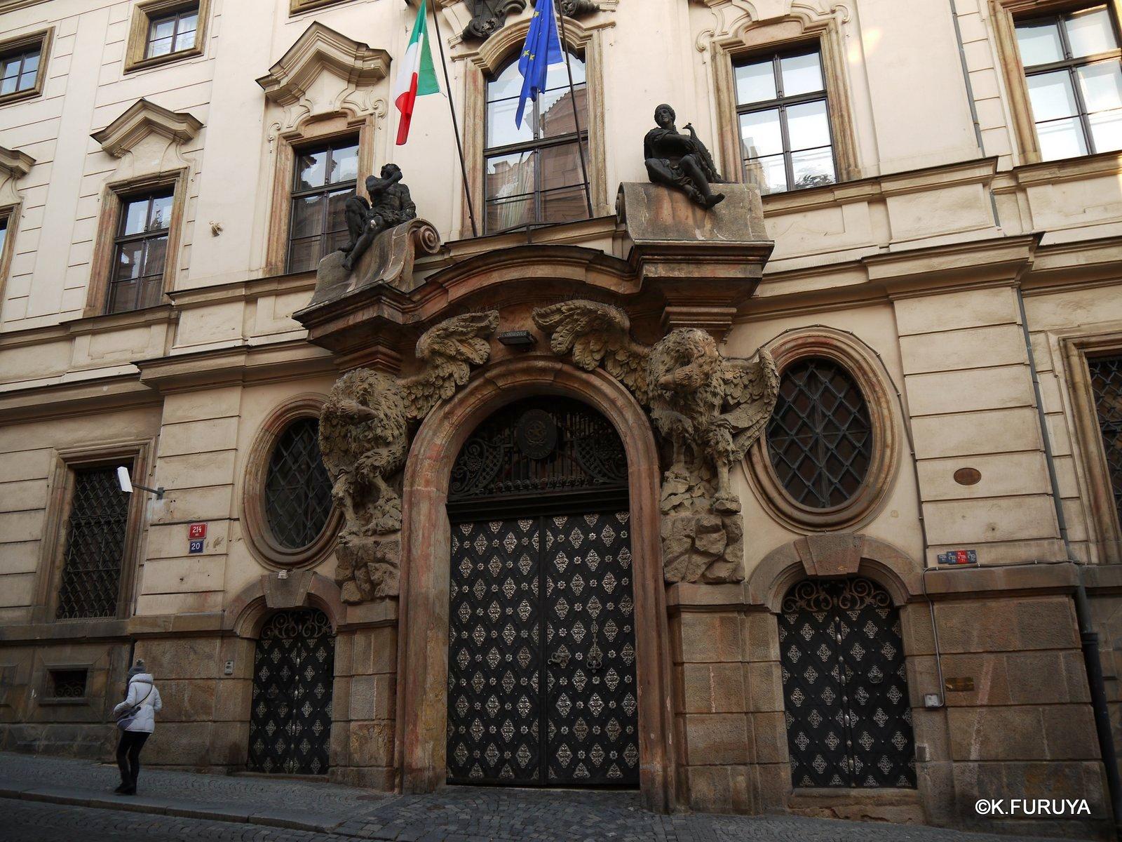 プラハ 11   ネルドヴァ通り _a0092659_20361858.jpg
