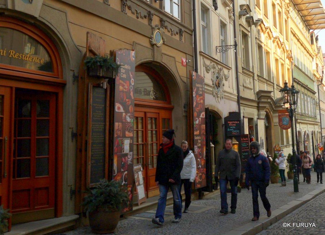 プラハ 11   ネルドヴァ通り _a0092659_20524310.jpg