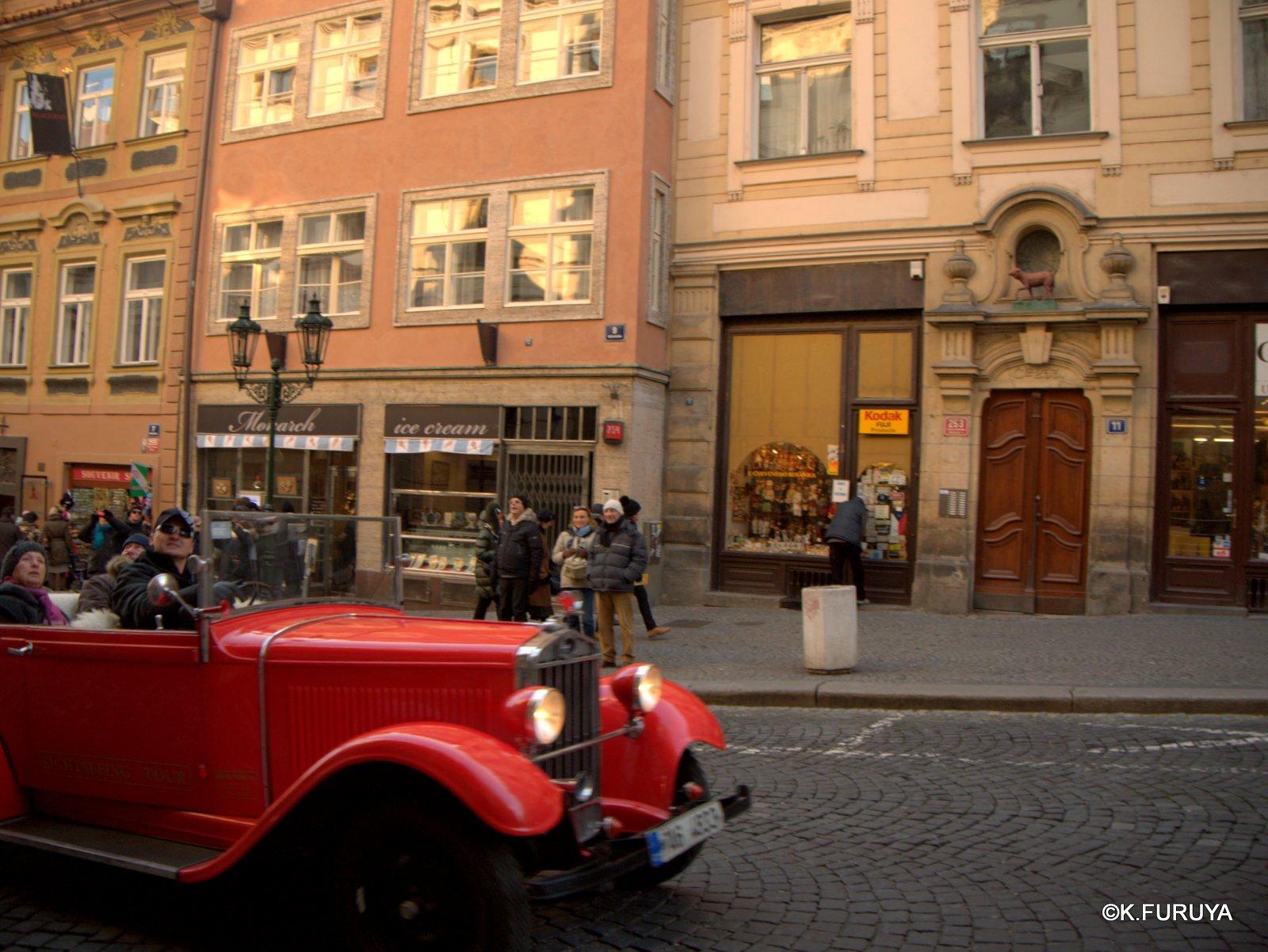 プラハ 11   ネルドヴァ通り _a0092659_2181824.jpg