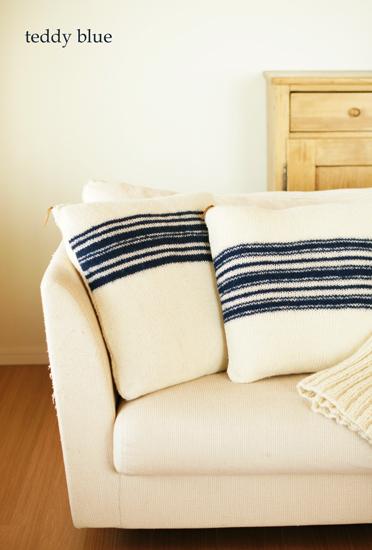 hand knitted cushions  ハンドニットのクッション_e0253364_1092155.jpg