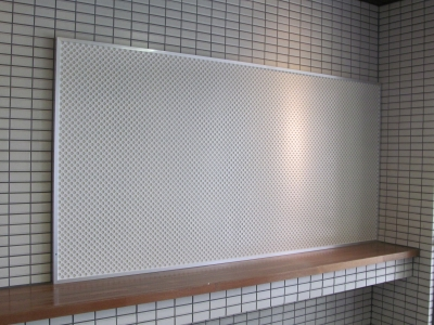 マグネット・画鋲もOKのパンチングメタル掲示板_c0215194_19332197.jpg