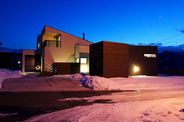 雪景色の竣工写真 〜夜室外観編_f0098628_5525693.jpg