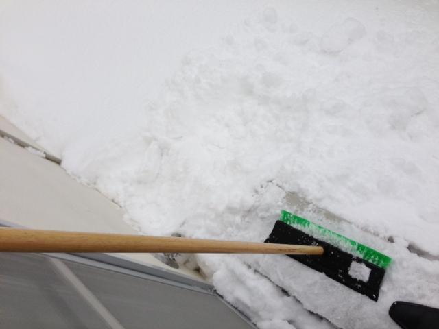 トミーのストーブの煙突が雪で埋まり_b0127002_11265199.jpg