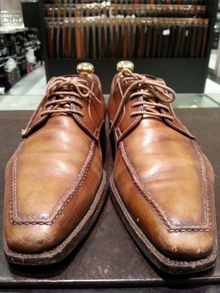 革靴、1ヶ月間手お入れをせずに履くと・・・_b0226322_1330236.jpg