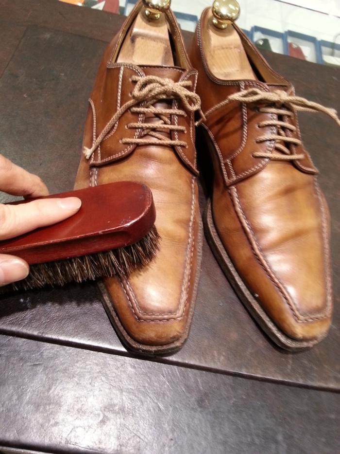 革靴、1ヶ月間手お入れをせずに履くと・・・_b0226322_13505442.jpg