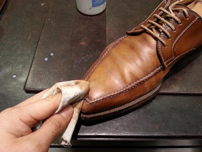 革靴、1ヶ月間手お入れをせずに履くと・・・_b0226322_13512370.jpg