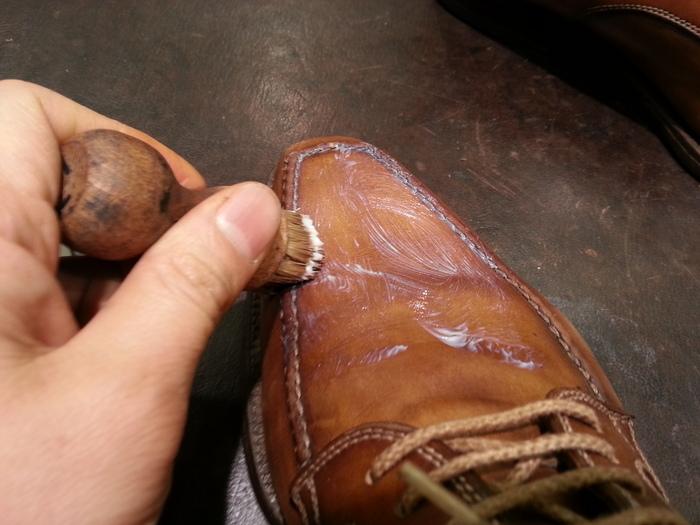 革靴、1ヶ月間手お入れをせずに履くと・・・_b0226322_15381379.jpg