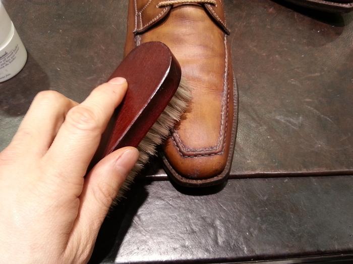 革靴、1ヶ月間手お入れをせずに履くと・・・_b0226322_15415594.jpg