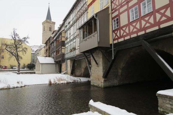 130220 川をまたぐようにつくられた建築空間は、ドイツ独特の外壁とバルコニーが印象的である。_d0288367_184519100.jpg