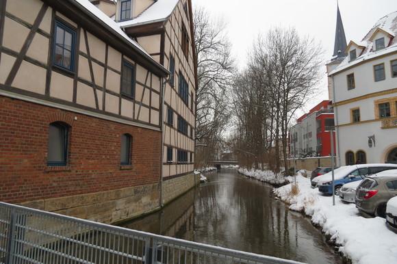 130220 川をまたぐようにつくられた建築空間は、ドイツ独特の外壁とバルコニーが印象的である。_d0288367_18462245.jpg