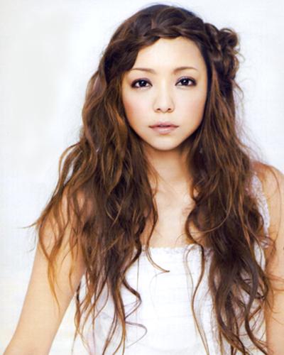 前髪編み込みの安室奈美恵