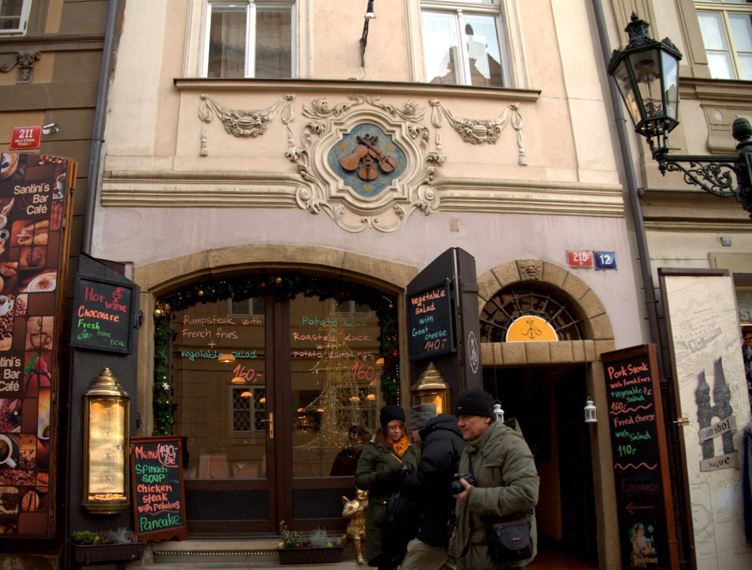 プラハ 12 街歩きいろいろ♪_a0092659_2202315.jpg