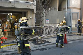 消防士さんはとても大変な職業です、ご苦労様です。_b0194208_22122669.jpg