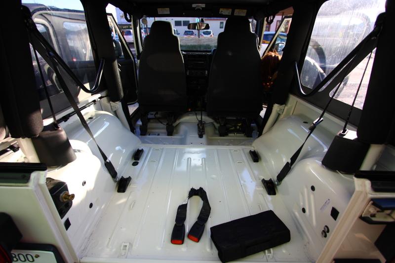 納車準備のホワイトTJと展示準備のホワイトTJ_f0105425_19282265.jpg