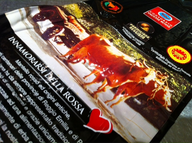 『魅惑の赤』 幻のパルミジャーノ・レッジャーノ入荷&2月21日(木)のランチメニュー_d0243849_23475660.jpg