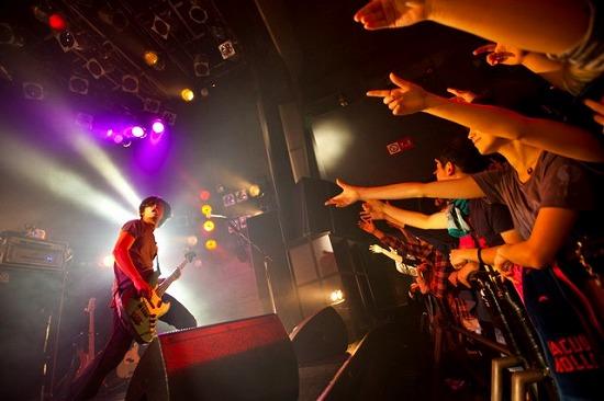 真空ホロウ 自主企画ライヴで新曲「アナフィラキシーショック」初披露!渋谷クアトロでのワンマンも決定_e0197970_1873764.jpg