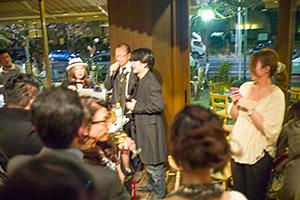写真展会場で多くの方々とお話をして、夜は「萩庭桂太 YOUR EYES ONLY」一周年のパーティーに!_b0194208_23422918.jpg