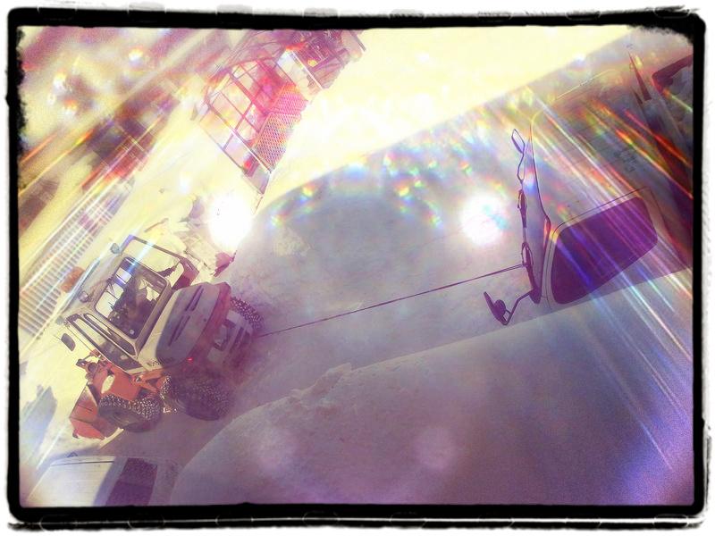 動けなくなったトラックをトイ・カメラ・アプリで遊ぶ_c0025115_23155955.jpg