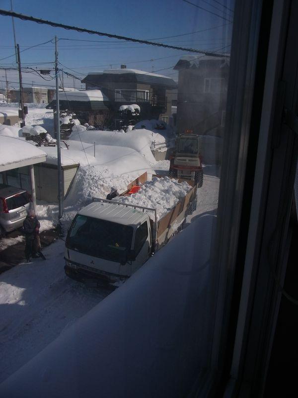 動けなくなったトラックをトイ・カメラ・アプリで遊ぶ_c0025115_2343975.jpg