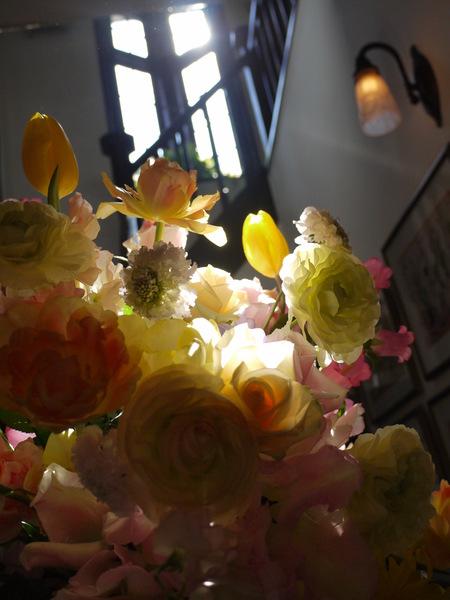 シェ松尾松濤レストラン様の装花 河津桜と春の花のパステルミックスで _a0042928_20575461.jpg