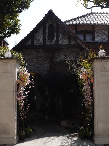 シェ松尾松濤レストラン様の装花 河津桜と春の花のパステルミックスで _a0042928_2114450.jpg