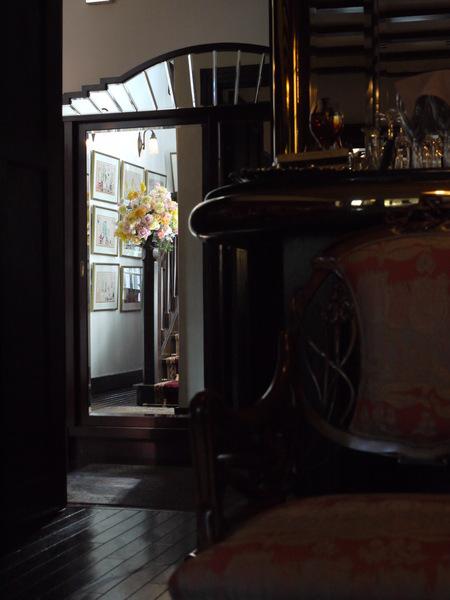 シェ松尾松濤レストラン様の装花 河津桜と春の花のパステルミックスで _a0042928_212227.jpg