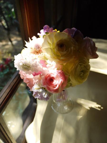 シェ松尾松濤レストラン様の装花 河津桜と春の花のパステルミックスで _a0042928_2134171.jpg