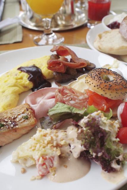 香港最後の朝食は。_c0175022_18354550.jpg