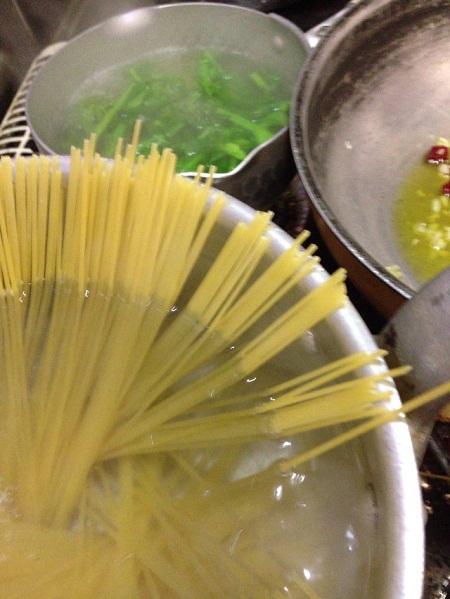 /// 今日のおばんざいは朝野家館主の『カラスミと菜の花・スパゲティ』の簡単レシピです ///_f0112434_20562889.jpg