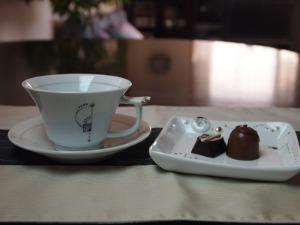 高橋亜希さんの角皿ボタン  ティーカップ&ソーサー_c0267856_16335773.jpg