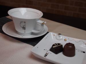 高橋亜希さんの角皿ボタン  ティーカップ&ソーサー_c0267856_16382971.jpg