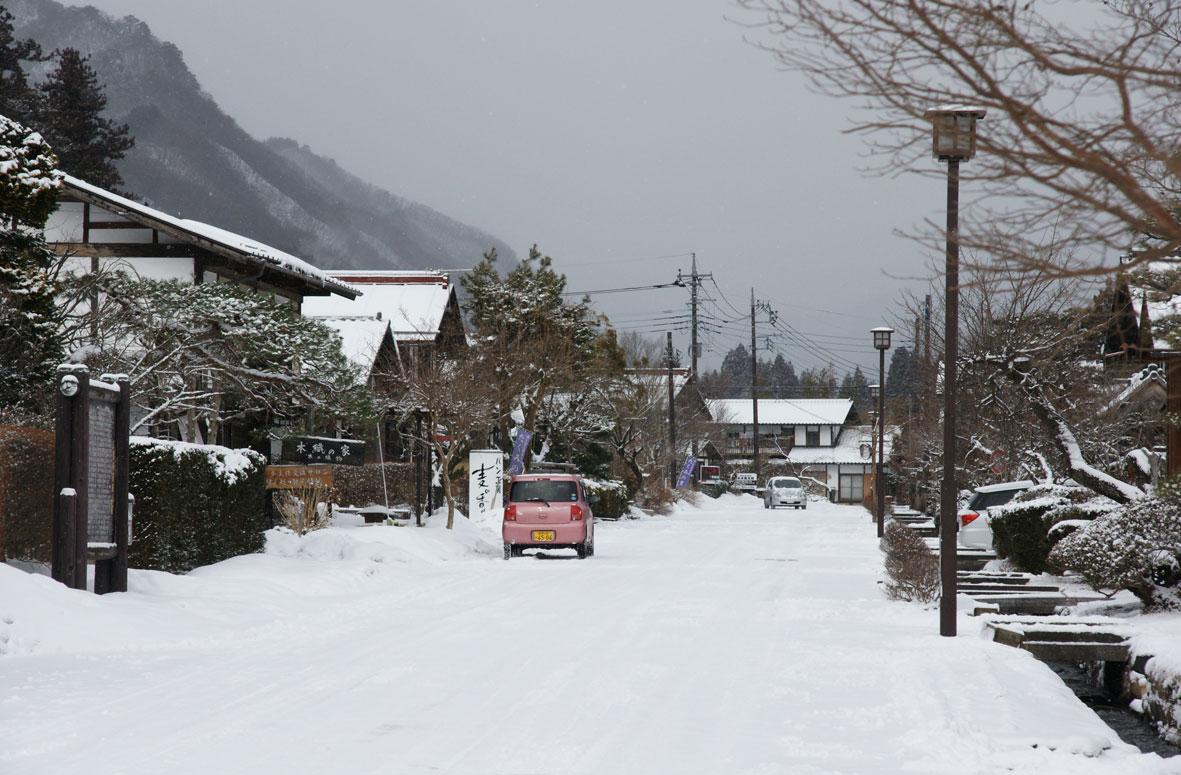 雪が降っています。_b0183564_11595671.jpg