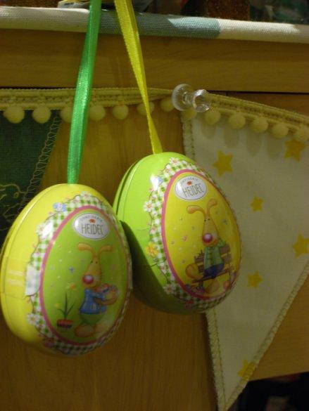 ウサギのパスタとエッグ缶入りチョコレート_c0173874_20403063.jpg