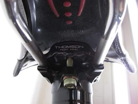トムソン エリート セットバック シートポストに交換_d0036883_12414426.jpg