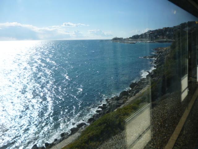 線路は続くよ~♪どこまでも・・コートダジュール列車の旅_b0210699_1464870.jpg