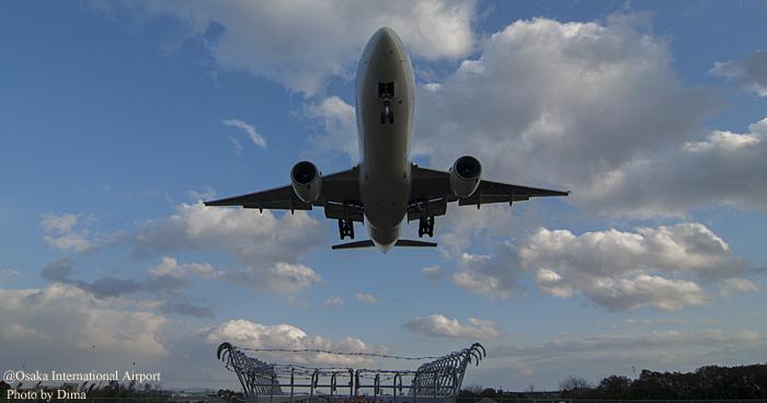 < 大阪国際空港でヒコーキ萌え♪ >_c0183700_23113134.jpg