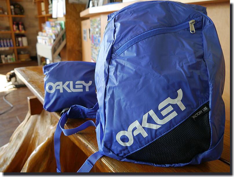 OAKLEY  便利BAG_f0178858_18573426.jpg