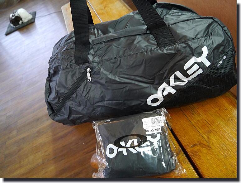 OAKLEY  便利BAG_f0178858_18595980.jpg