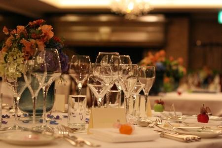 新郎新婦様からのメール 紅茶と青の金色の装花 レストランPACHON様へ_a0042928_22162869.jpg