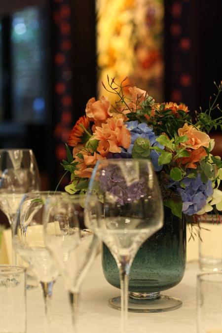 新郎新婦様からのメール 紅茶と青の金色の装花 レストランPACHON様へ_a0042928_22165538.jpg